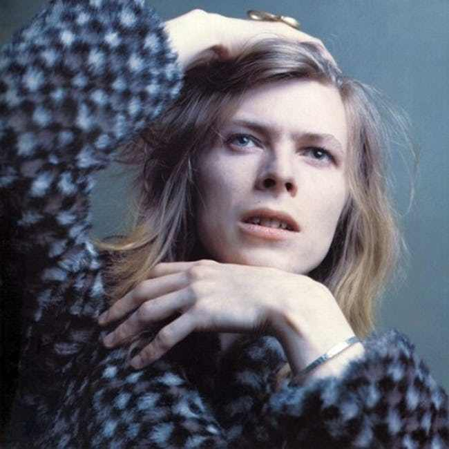 young-david-bowie-in-blue-checkered-sweater-photo-u1.jpeg