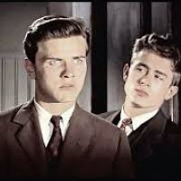 richard_davalos_and_james_dean_1