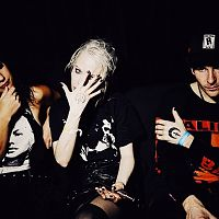 Alice_glass2