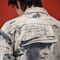 Supreme_is_live